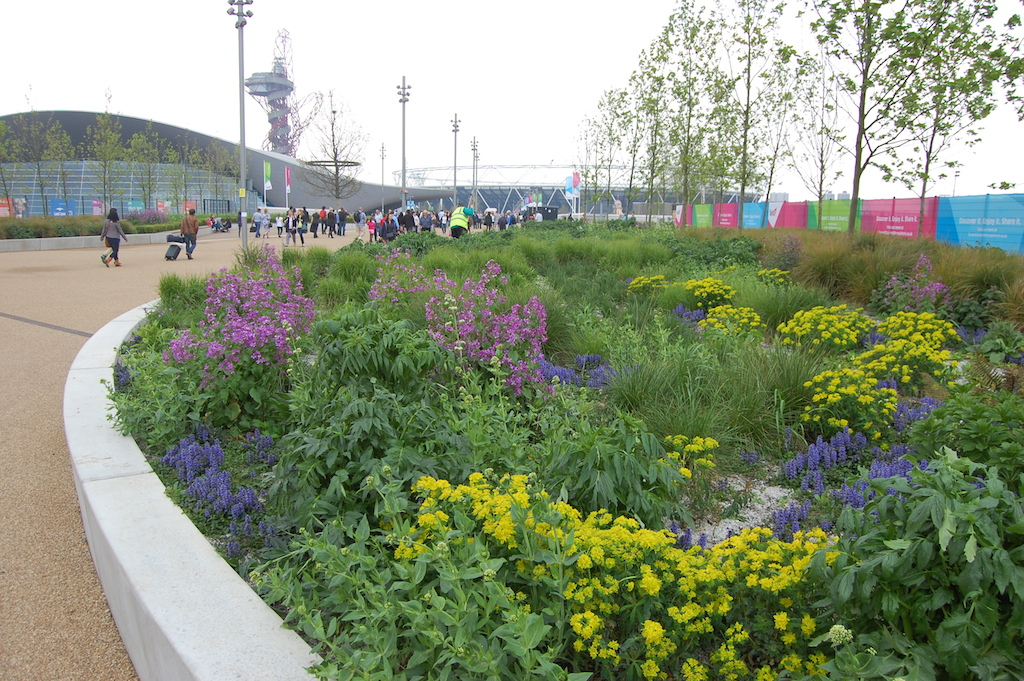 queen-elizabeth-olympic-park-stratford-london-raised-planter kopie 2